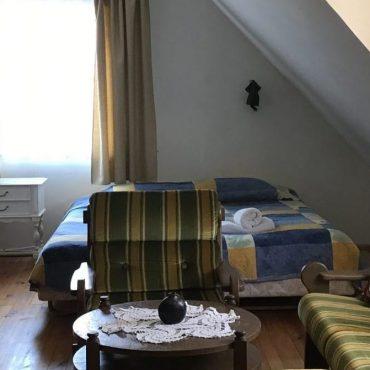 penkiavietis kambarys nidoje